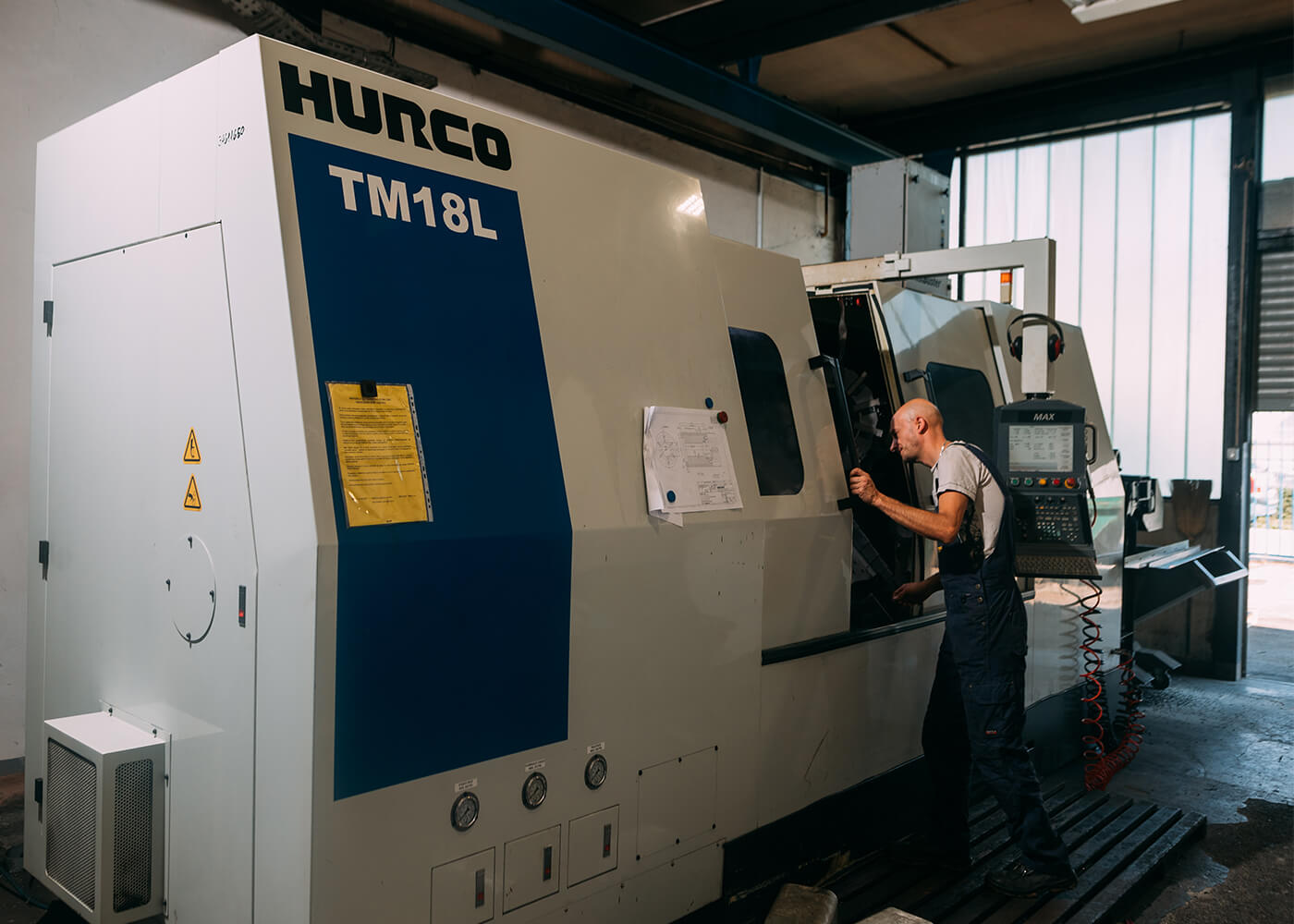 CNC stružnica HURCO metalna